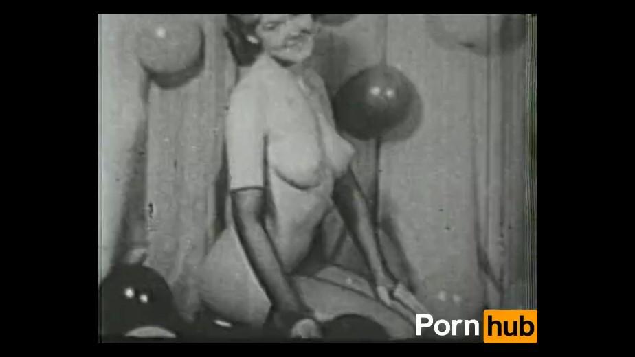 Big boobed topless wemon