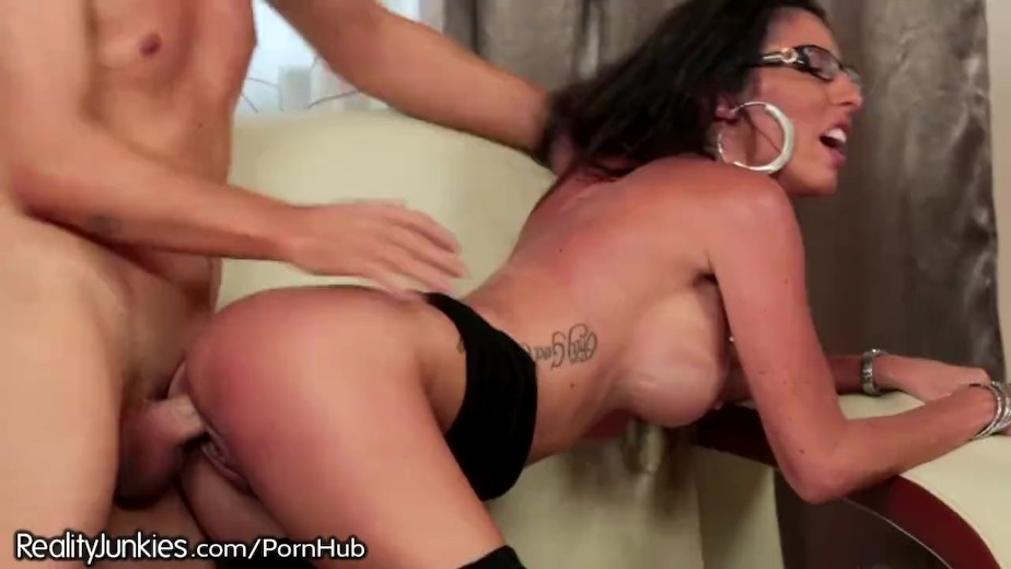 Son has lusty feelings for stepmom that