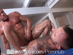 GayRoom Bodybuilder's gets happy ending massage