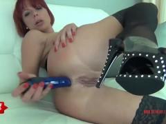 Dirty Girl fickt ihren kleinen Arsch auf