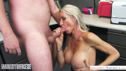 MILF Emma Starr seduces her co