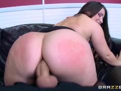 Brazzers - Office slut Lola Foxx needs cock in her ass