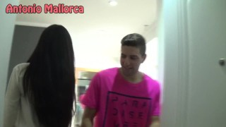 KISSING PRANK PINK T-SHIRT AT HOME